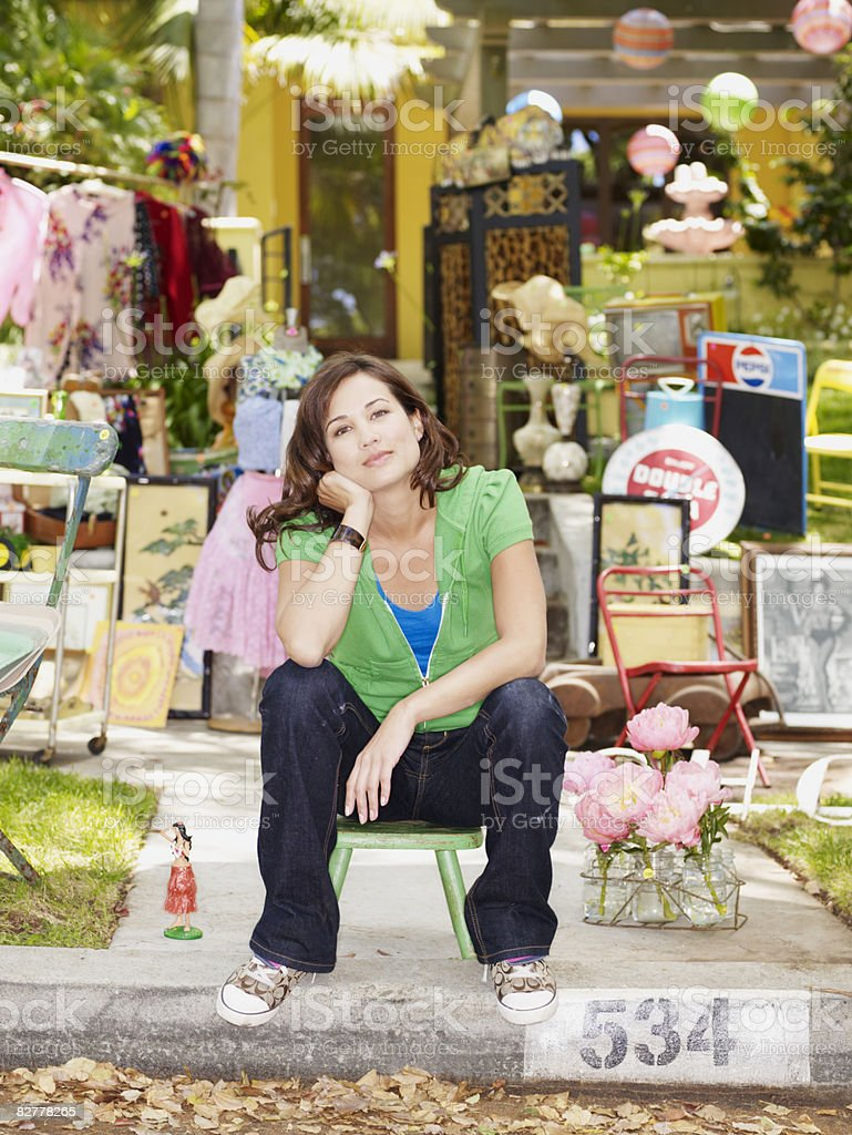 Woman at a yard sale royalty free stockfoto