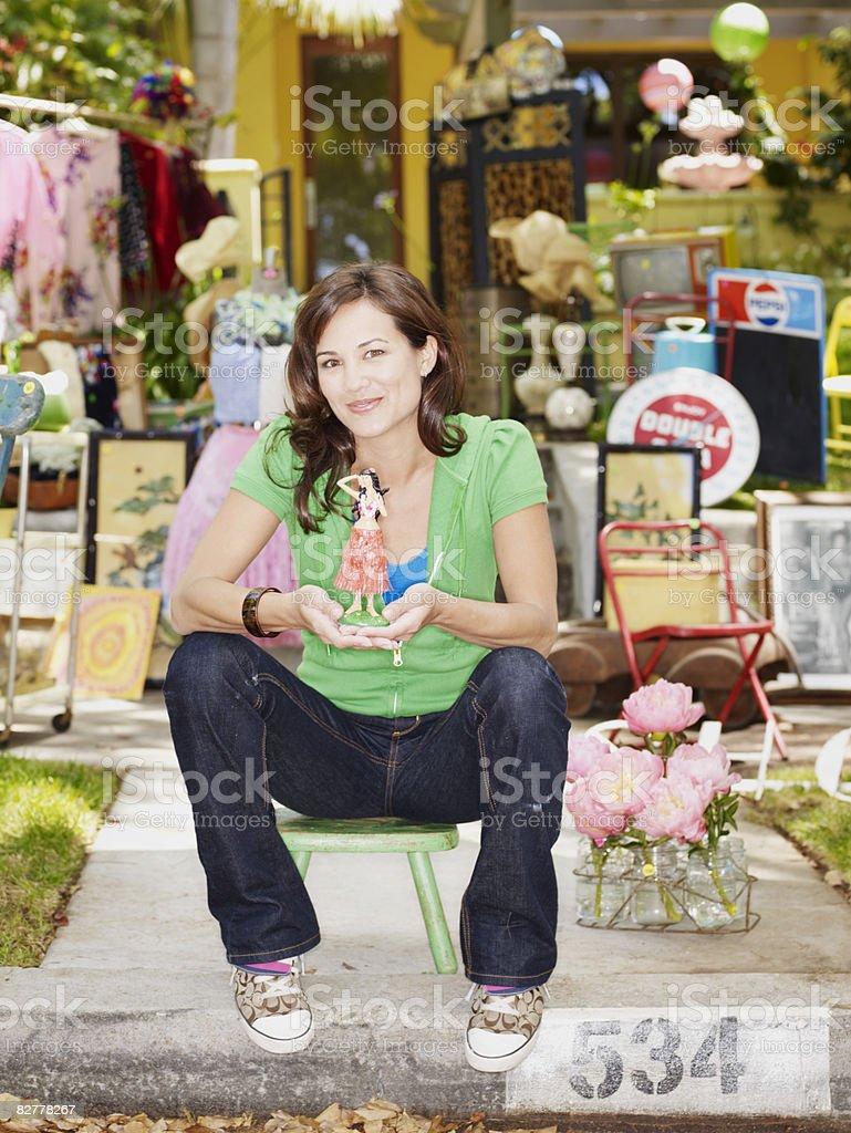 Woman at a yard sale zbiór zdjęć royalty-free