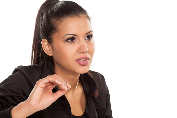 frau in einem interview - indianer make up stock-fotos und bilder