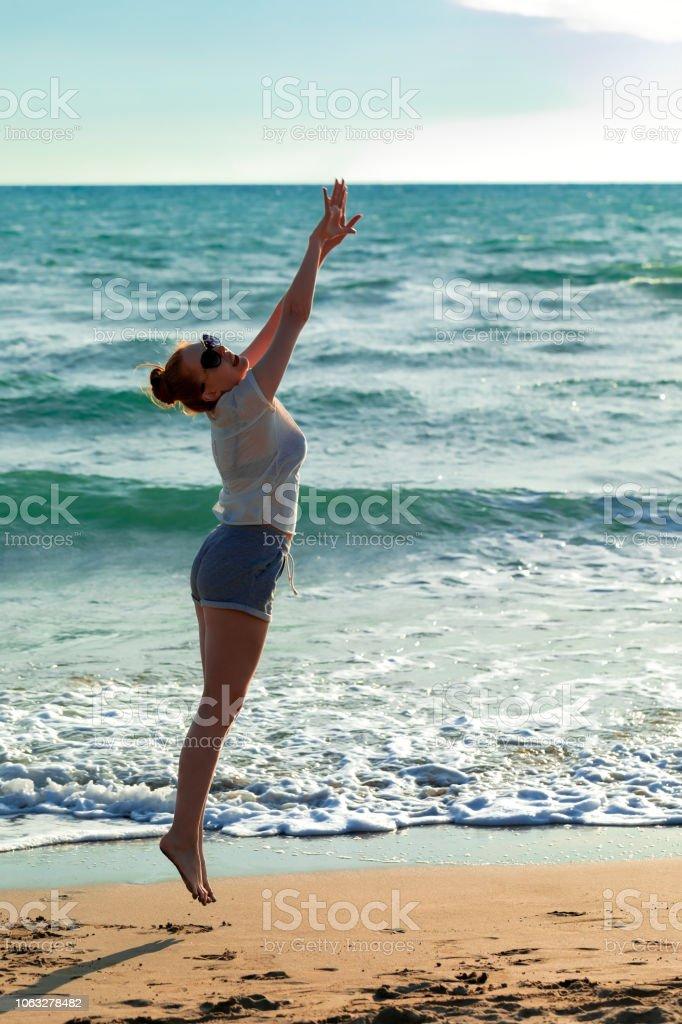 Kadın plajda stok fotoğrafı