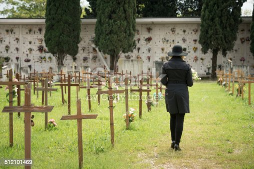 istock Woman at cemetery 512101469