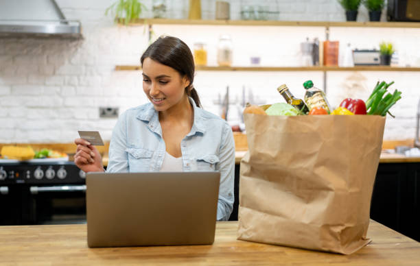 woman at home buying groceries online - grocery home foto e immagini stock