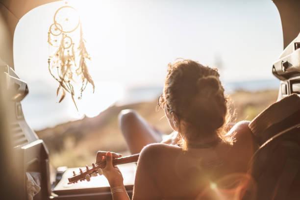 Frau am Sommer Road-trip – Foto