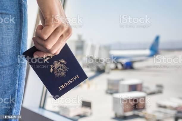 Woman at the airport picture id1129005214?b=1&k=6&m=1129005214&s=612x612&h=fhbmguzkzchz9pbmr48 d 1w12h2tstszkxuj3bwqjk=