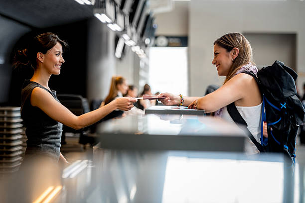 woman at the airport - airport check in counter stock pictures, royalty-free photos & images