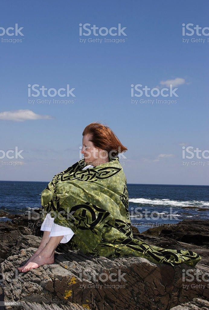 Frau am Strand Lizenzfreies stock-foto