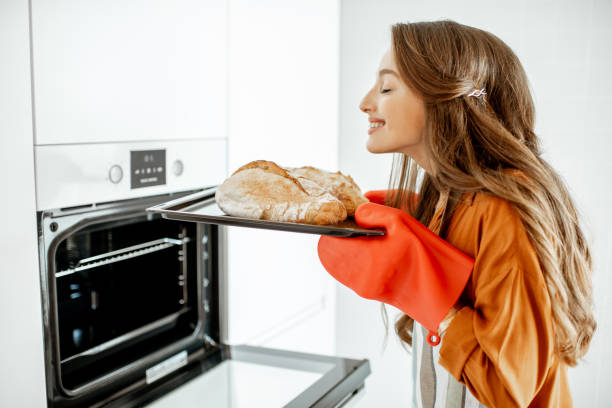 kvinna baka bröd hemma - food woman to smell bildbanksfoton och bilder