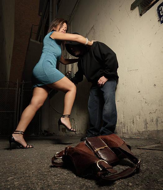 Онлайн битье женщин