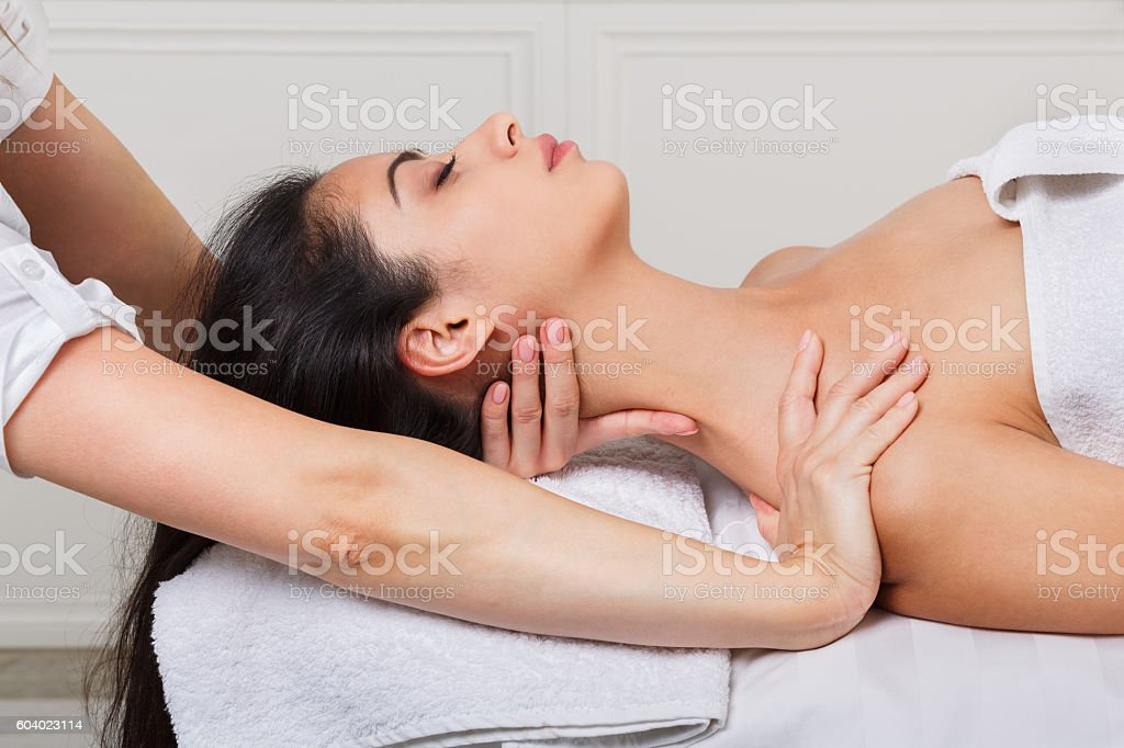 Woman beautician doctor make neck massage in spa wellness center - foto de stock