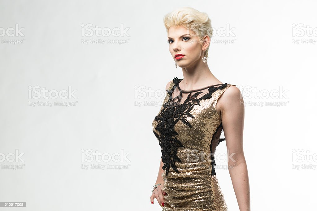 42c438608f Moda Donna Bellezza Lungo Abito Elegante Ragazza In Abito Oro ...