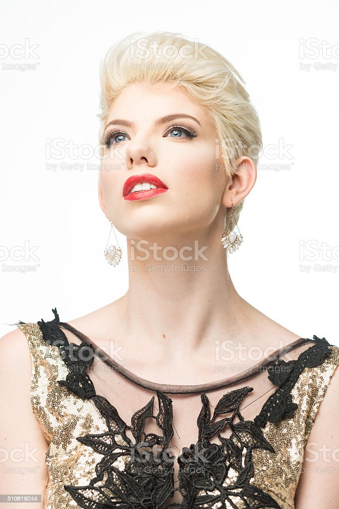 725d001945 Moda Donna Bellezza Lungo Abito Elegante Ragazza In Abito Oro - Fotografie  stock e altre immagini di Abbigliamento