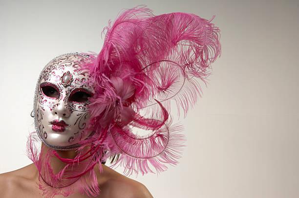 frau hinter der maske - rosa camo party stock-fotos und bilder