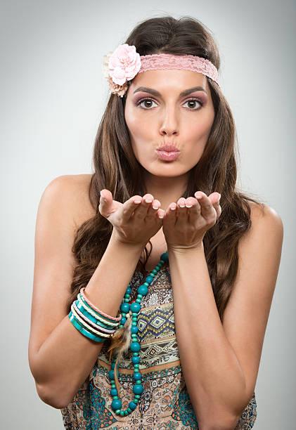 frau blasen küsse - hippie kostüm damen stock-fotos und bilder