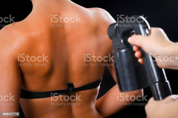 Woman body paint with airbrush in professional beauty salon picture id938421716?b=1&k=6&m=938421716&s=612x612&h=hzoipgtifajo3hv8kwsthfcnru3mdrbroh7ikkmg8qy=