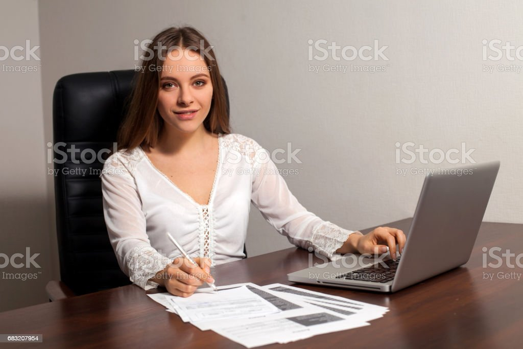 Woman boss works in the office Lizenzfreies stock-foto