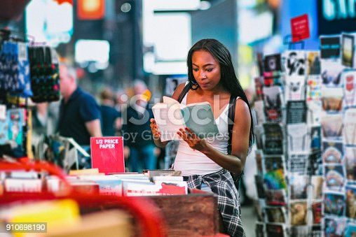 istock Woman Buying Books 910698190