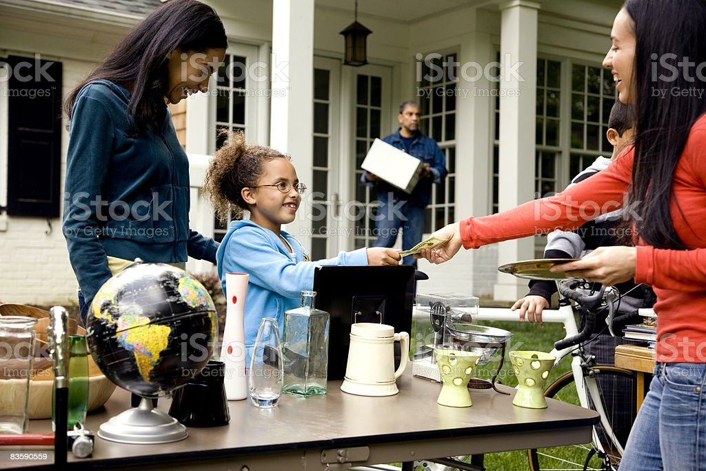 Woman buying item at yard sale royaltyfri bildbanksbilder