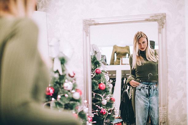 woman buying jeans at retail store - damen jeans sale stock-fotos und bilder