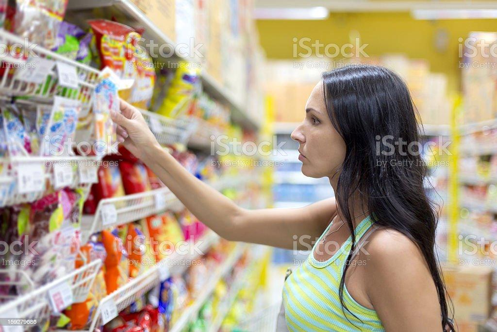 Mujer compra dulces - Foto de stock de Adulto libre de derechos