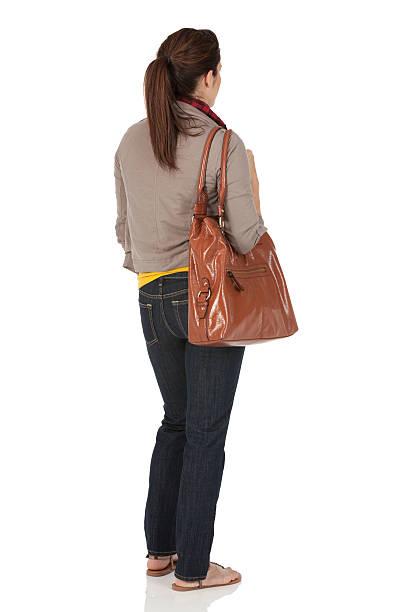 frau tragen der tasche - handtasche jeans stock-fotos und bilder