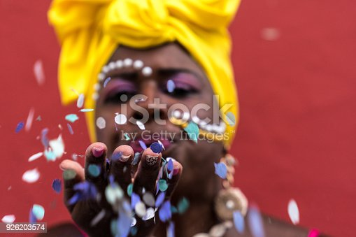 1016084100istockphoto Woman Celebrating Carnival With Confetti 926203574