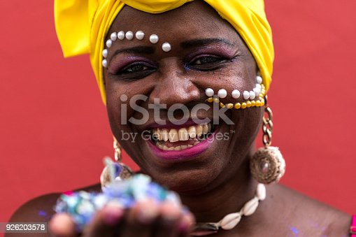 1016084100istockphoto Woman Celebrating Carnival With Confetti 926203578