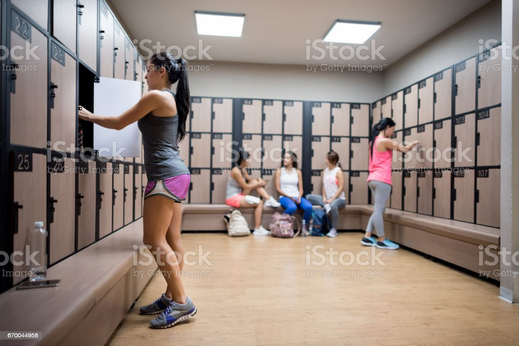 leave womens changing room - 1024×683