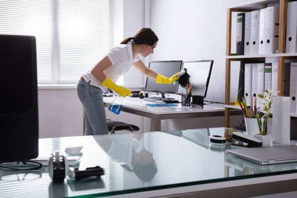 Woman Cleaning Computer In Office Young Woman Cleaning Computer With Rag In Office cleaning equipment stock pictures, royalty-free photos & images