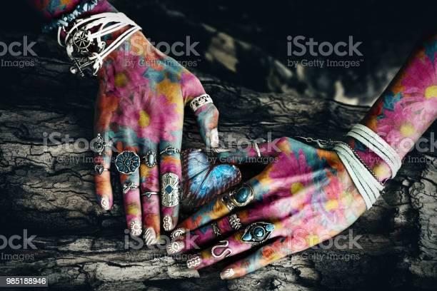 Woman colorful hands picture id985188946?b=1&k=6&m=985188946&s=612x612&h=mtdkolmccrhassthvbvrcshkon dhvhhjxvhtqixpme=