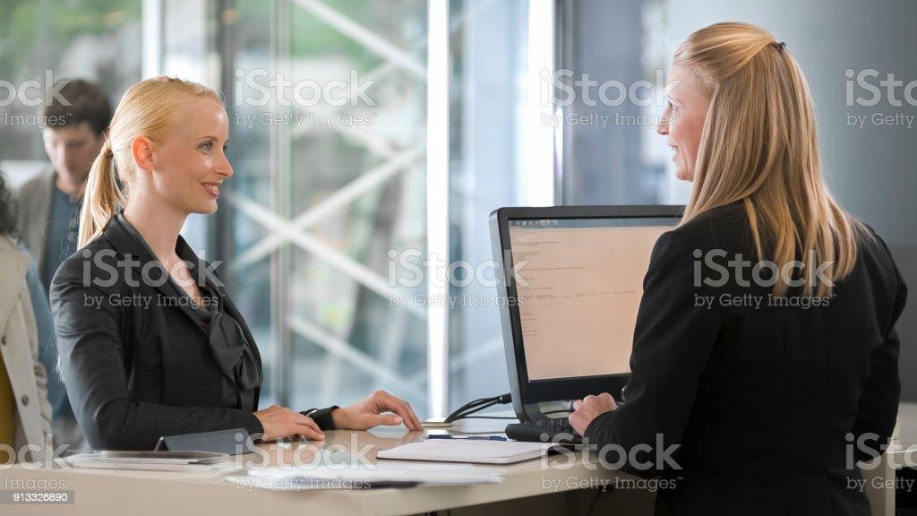 Consultation caissier femme femme - Photo