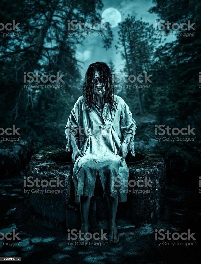 Woman corpse on the well foto royalty-free