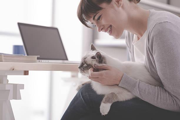 Woman cuddling her lovely cat picture id516318412?b=1&k=6&m=516318412&s=612x612&w=0&h=gcyd12rmj3ptpjxq38acpohuobirmtxrwj8rjuy1 vw=