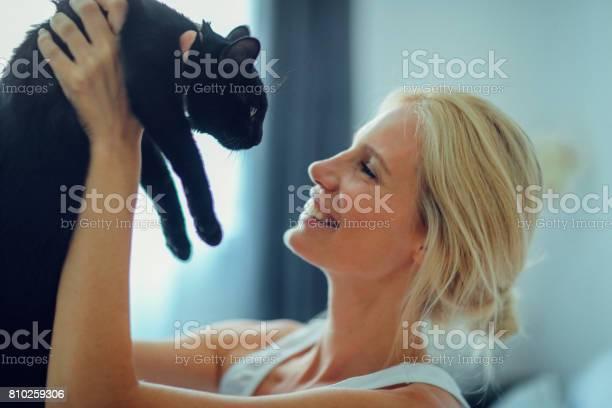 Woman cuddling with cat in the bed picture id810259306?b=1&k=6&m=810259306&s=612x612&h=bbehuhj5xrjte3hkvoeeljuaau4xupnqhq83jiksnm4=