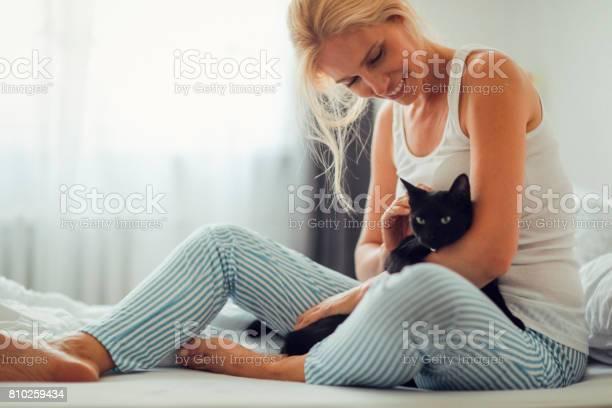 Woman cuddling with cat in the bed picture id810259434?b=1&k=6&m=810259434&s=612x612&h=pc00kkwjg krjxi3kraa3ekxulxgdmo5nrdglprn8eq=