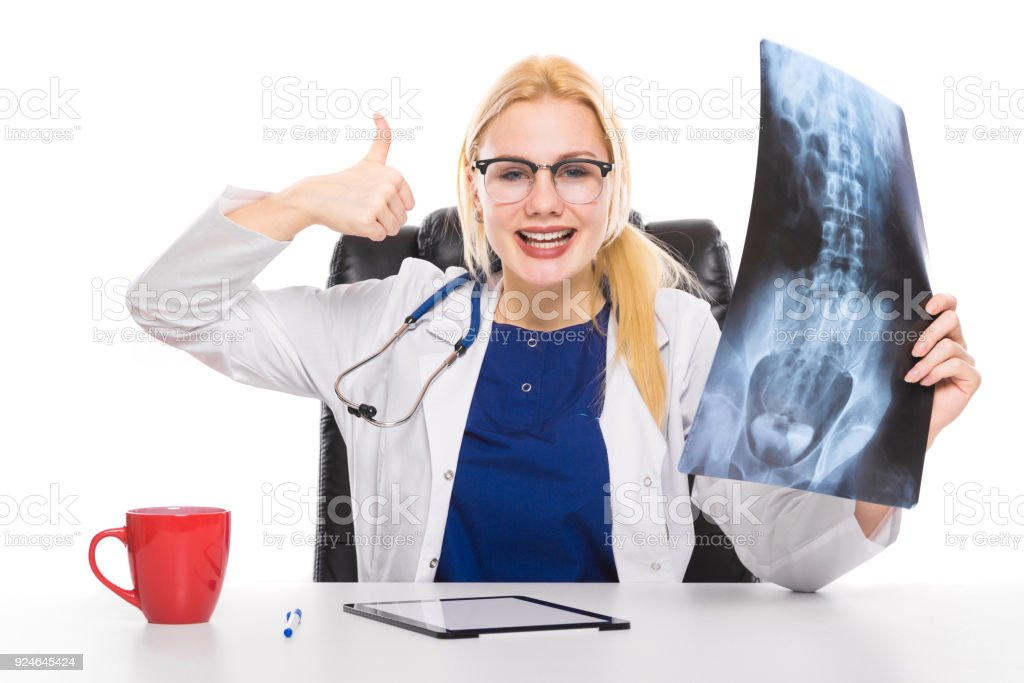 Ärztin Im Weißen Kittel Mit Xray Stock-Fotografie und mehr Bilder ...