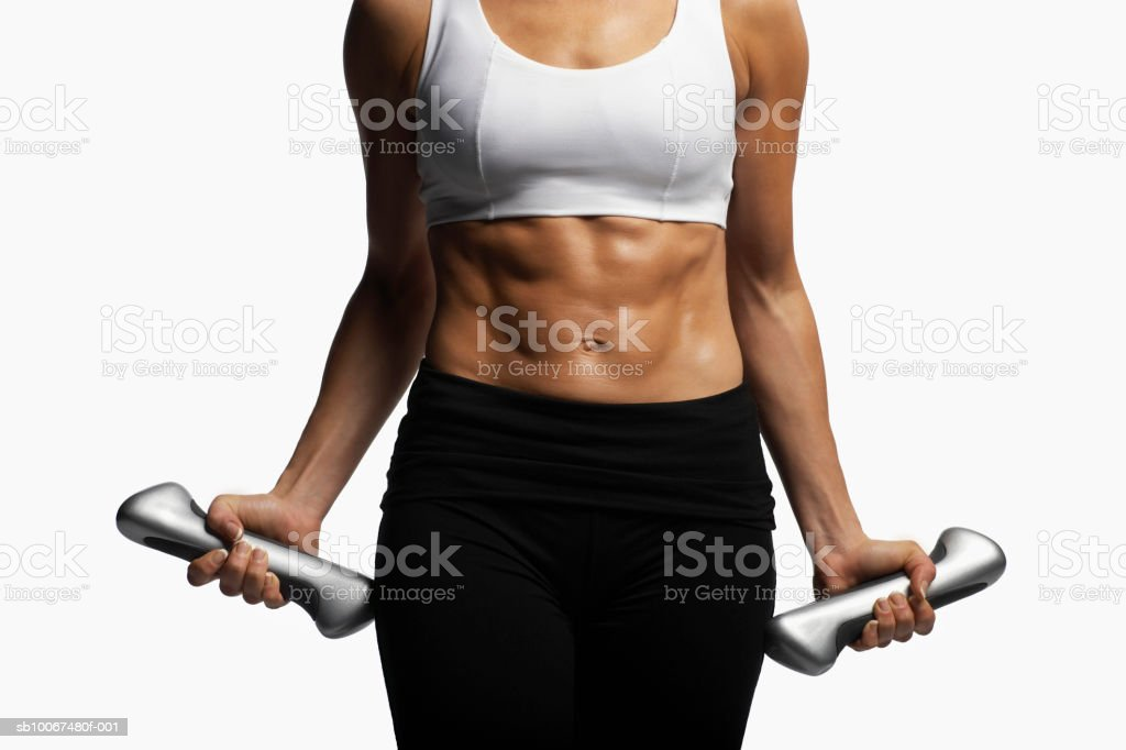 Woman doing dumbbell curls with weights royalty free stockfoto