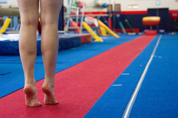 woman doing gymnastics training - gymnastics stock pictures, royalty-free photos & images
