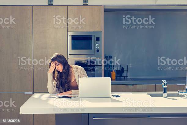 Woman Doing Paperwork With A Laptop And Digital Tablet - 1人のストックフォトや画像を多数ご用意