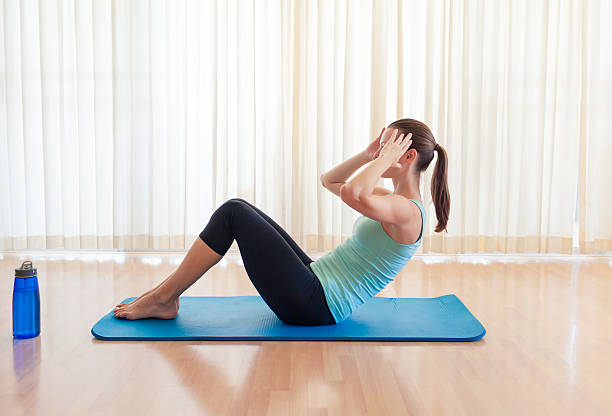 woman doing sit ups - sit ups stock photos and pictures