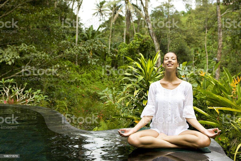 Frau tun yoga – Foto