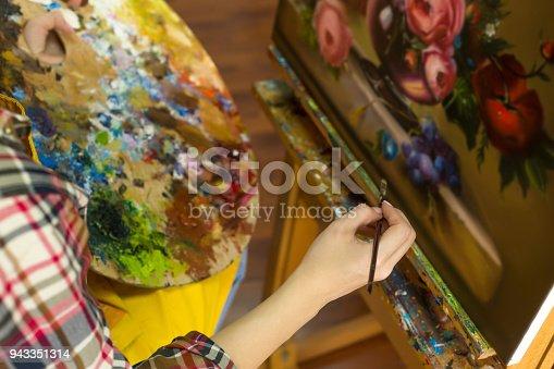 937983086 istock photo Woman drawing in studio 943351314