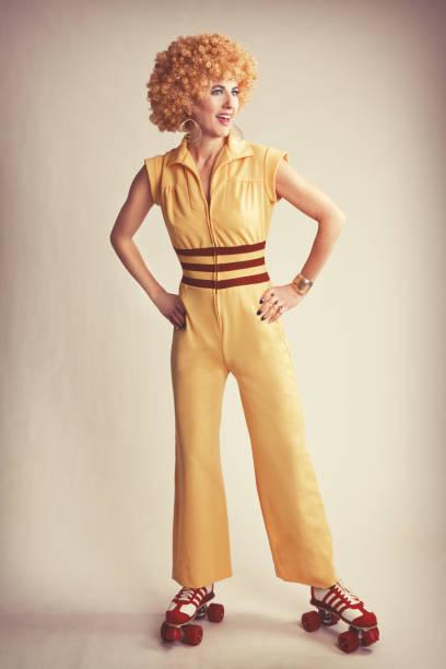 woman dressed in 70's fashion and roller skates - damenschuhe 44 stock-fotos und bilder