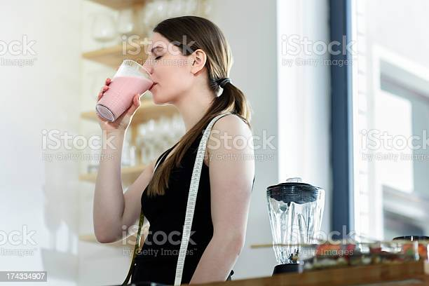 Woman drinking a meal replacement shakes picture id174334907?b=1&k=6&m=174334907&s=612x612&h=etp wnbguy2bvrx0vwyac3sma vukx965yuwwewklm0=