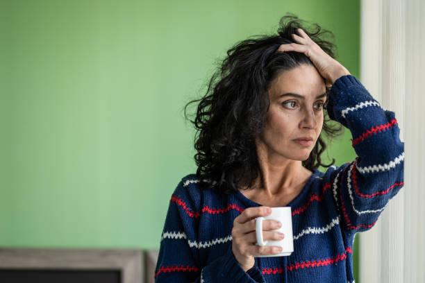 Frau zu Hause Kaffee getrunken – Foto