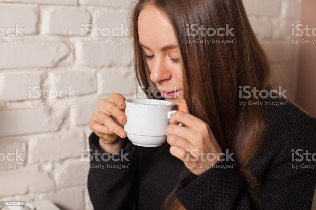 Woman drinking tea Lizenzfreies stock-foto