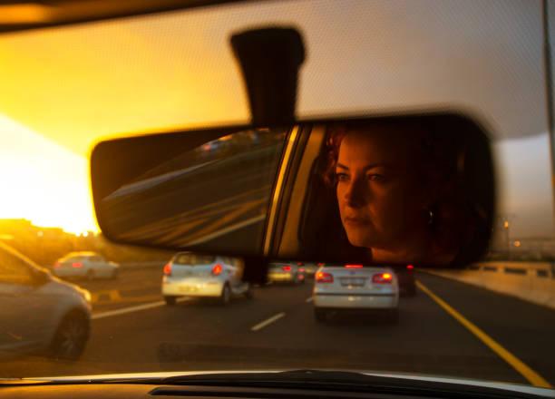 Conductrice coincé dans la circulation - Photo