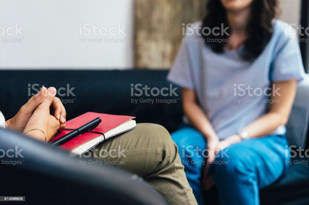 Frau während einer Psychotherapie-Sitzung – Foto