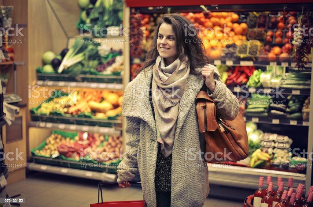 Alışveriş sırasında kadın royalty-free stock photo