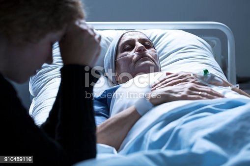 928968772 istock photo Woman dying in the hospital 910489116