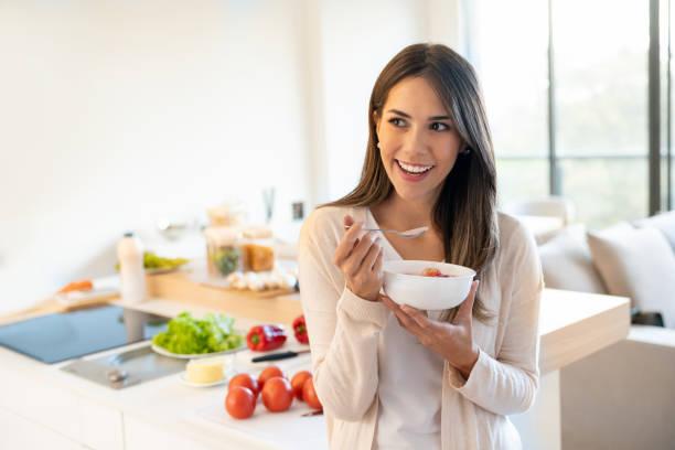 Frau Essen ein gesundes Frühstück – Foto